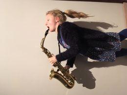 lena met saxofoon