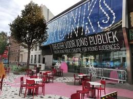 20210917_bronks_theater_voor_jong_publiek_op_de_varkensmarkt_op_autoloze_zondag_van_20_september_2020_c_peter_dhondt.jpg